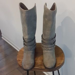 Used minimal wear boots size 11